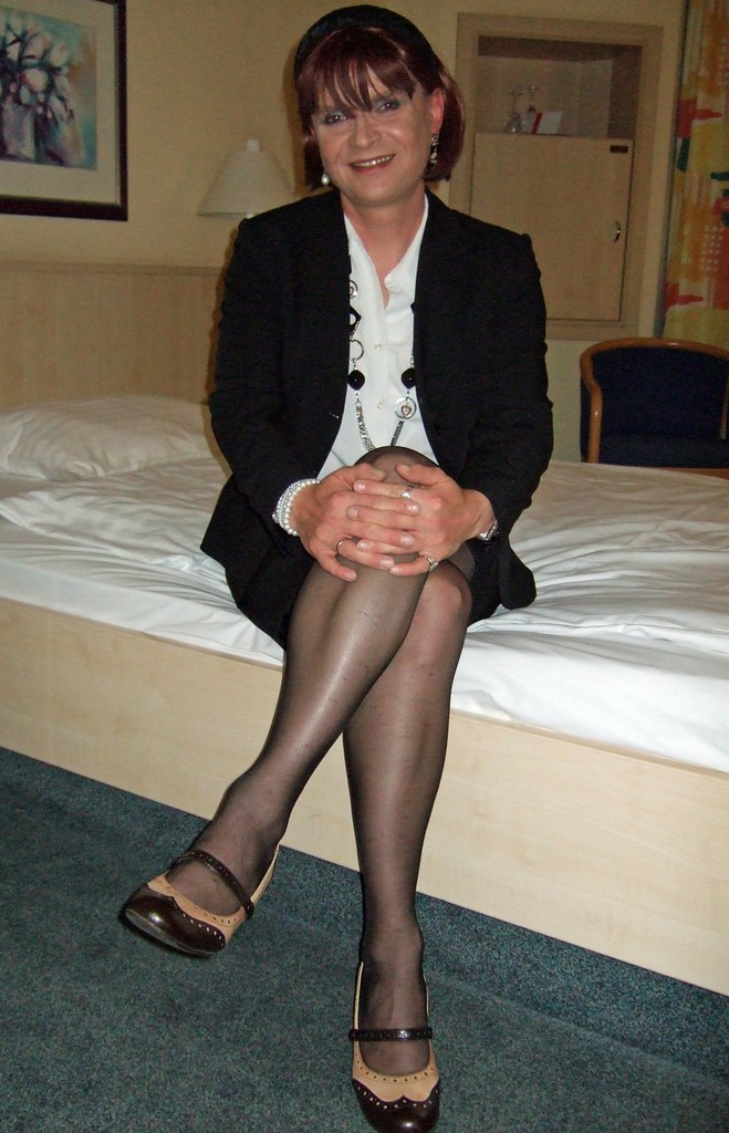 Another great mature pantyhose model teasing