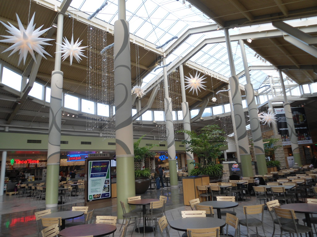 The Apple Store is located in Alderwood Mall, next to GAP. Alderwood Mall is located near the intersection of interstates 5 and in western Lynnwood. Parking: Left of the th St entrance.