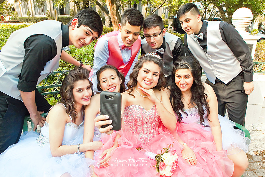 Quinceaneras Damas And Chambelanes Quinceaneras Photograp