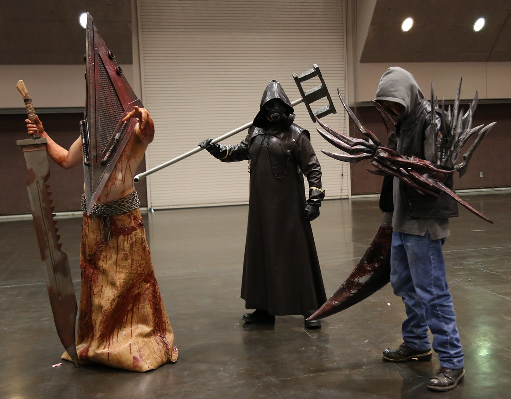 Pyramid Head (三角頭) and Bogeyman, from Silent Hill (サイレントヒル), with Alex Mercer, from Prototype; all video games