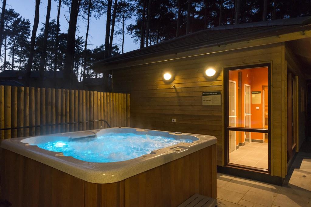 4 Bed Exclusive Hot Tub Woburn Lodge Center Parcs Uk