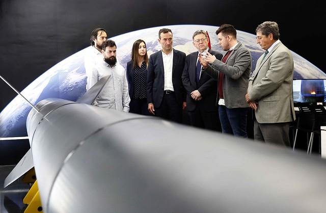 El presidente de la Generalitat valencian con los fundadores de PLD Space