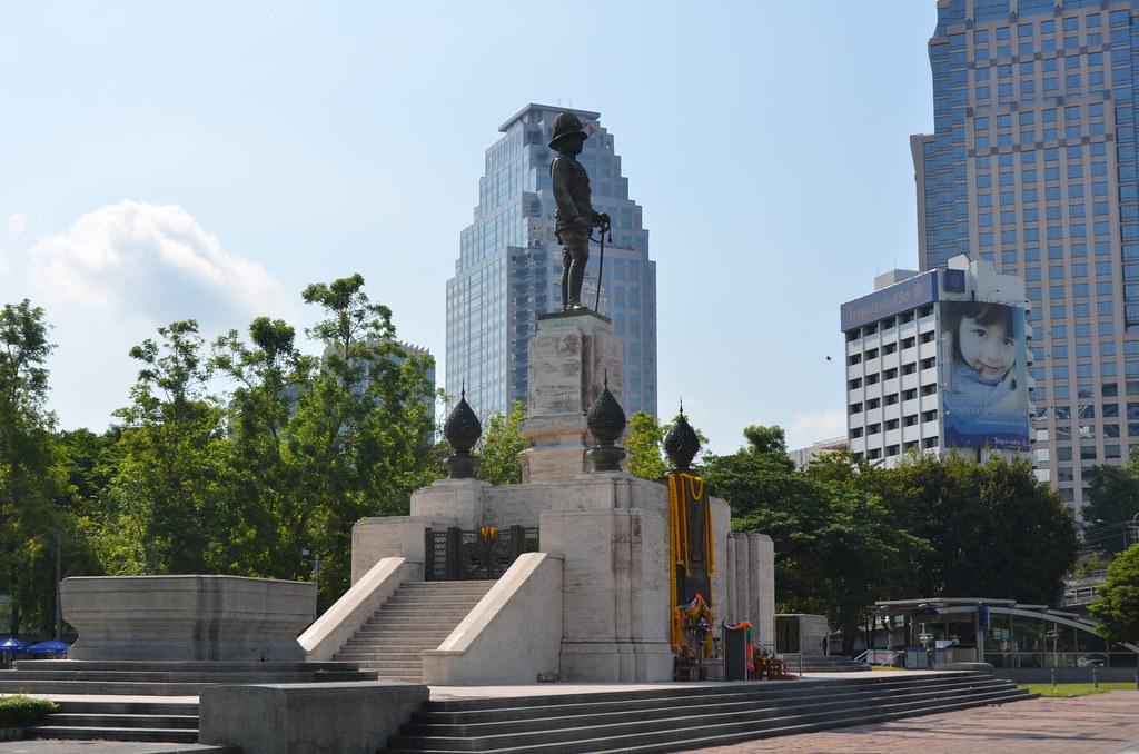 Bangkok - King Rama VI Statue Lumphini Park Rama IV Road S ...