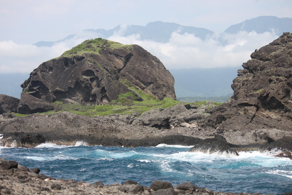 離岸島的火山岩地形。