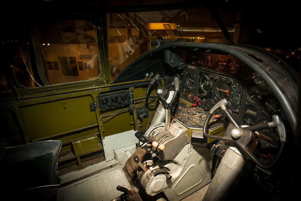 B-25 cockpit   Strobis...