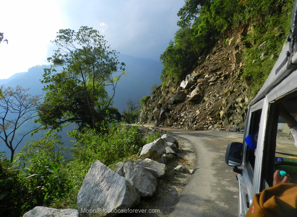 mountain roard, sikkim, lachung
