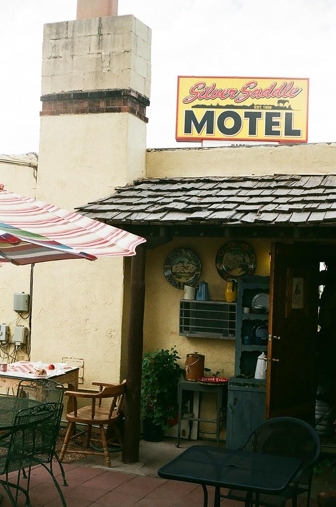 santa fe silver saddle motel courtyard ellen jo roberts. Black Bedroom Furniture Sets. Home Design Ideas