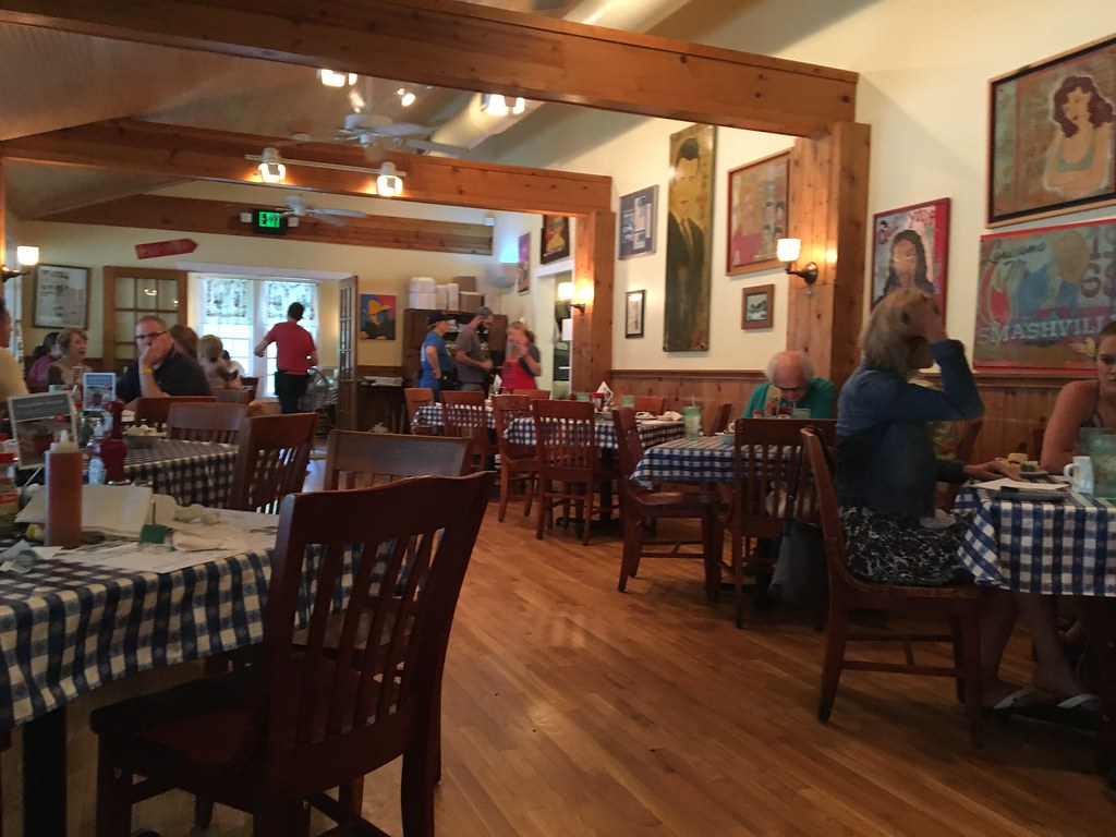 Candace Lately: Nashville, TN Edition: The Loveless Cafe