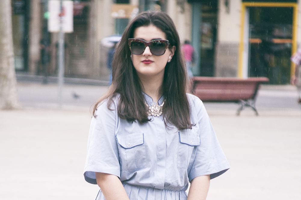 something fashion, blogger valencia spain, vintage la señora henderson, streetstyle 2016, blue shirt dress, how to style vintage, why wear vintage, dolce & gabbana sunglasses flowers