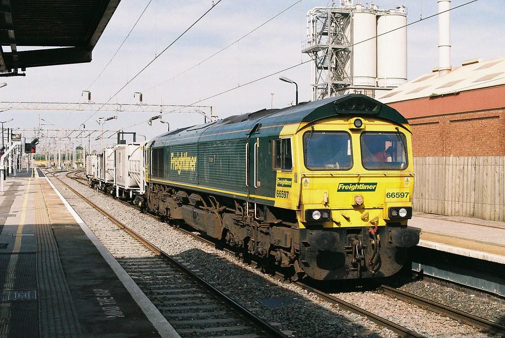 66597 39 viridor 39 freightliner class 66 bletchley station. Black Bedroom Furniture Sets. Home Design Ideas