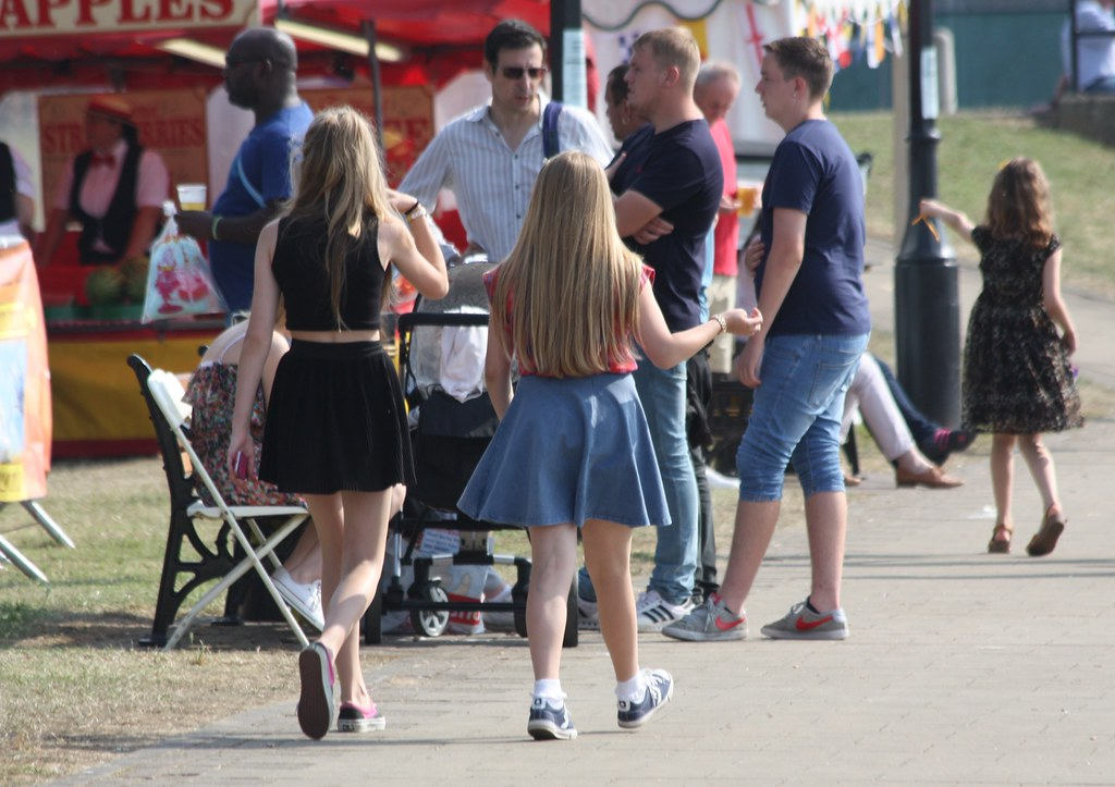 Young Teen Little Girl Festival Medway River Festival Candid July 2014 Cute Girls Walk-6766