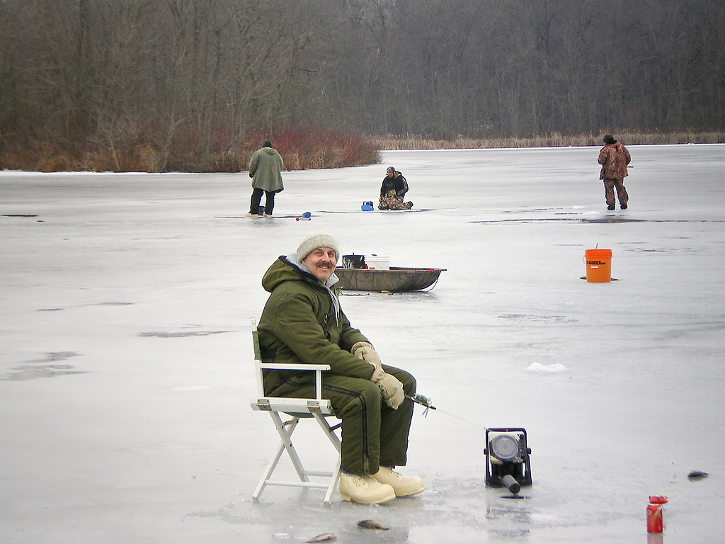 Me ice fishing on high lake noble county indiana me for Ice fishing indiana