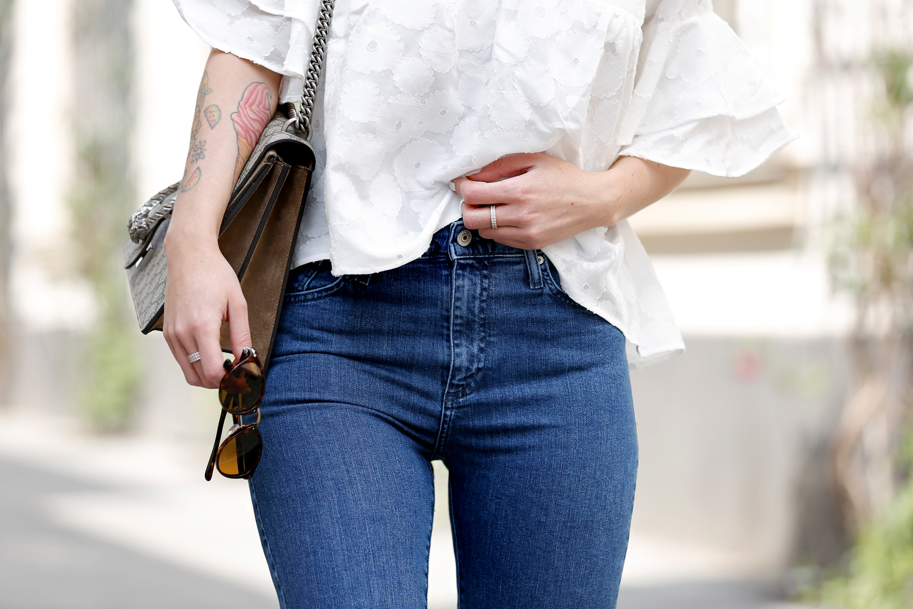 outfit spring summer minimal blue white clean bangs brunette girl cute french parisienne mango fringe jeans denim white blouse shopbop soludos espadrilles gucci dionysus bag luxury fashion modeblog germany ricarda schernus fashionblogger 3