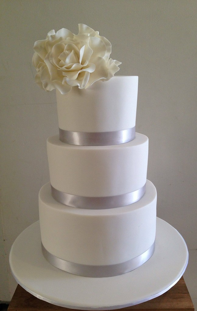 simple 3 tier wedding cake designs 3 tier white simple wedding cake with sugar roses 19917