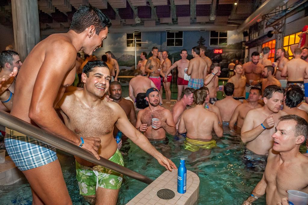 Порно гей видео в бассейне