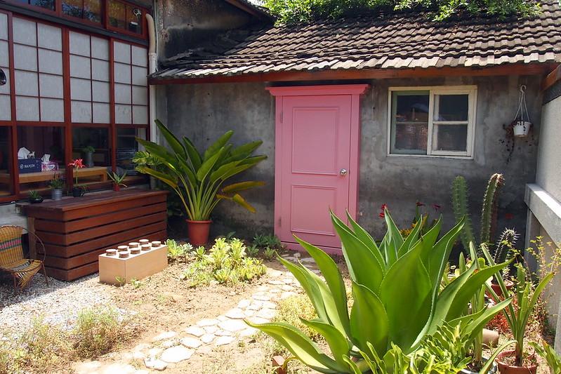 眷永堂的庭院展示入住者的想像。攝影:李育琴