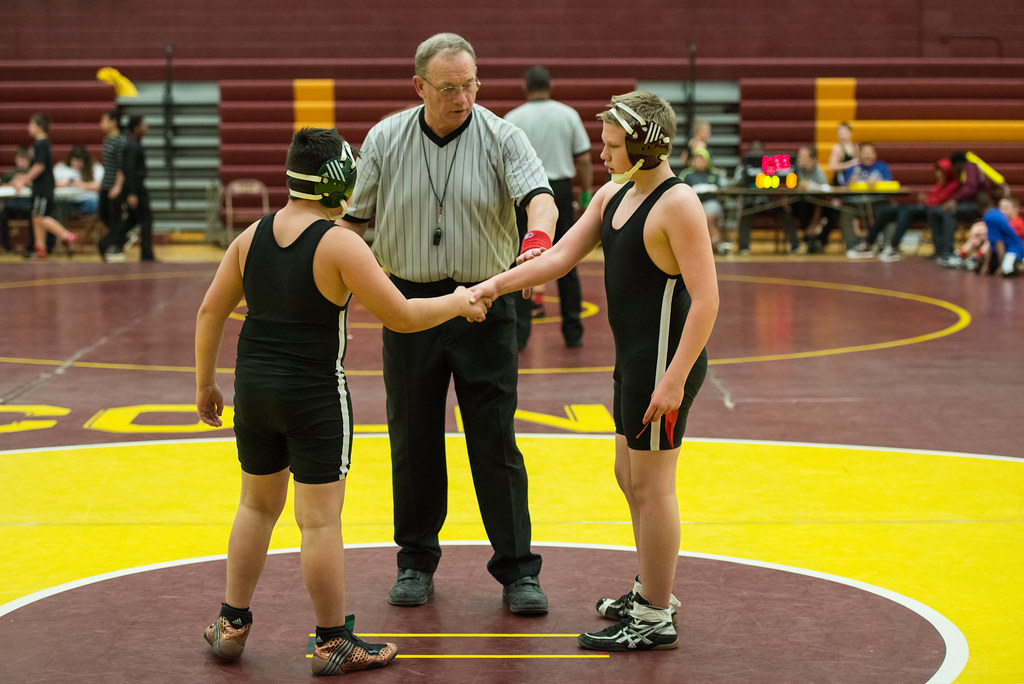 Middle School Wrestling At Lincoln Dmps Middle School Wres Flickr