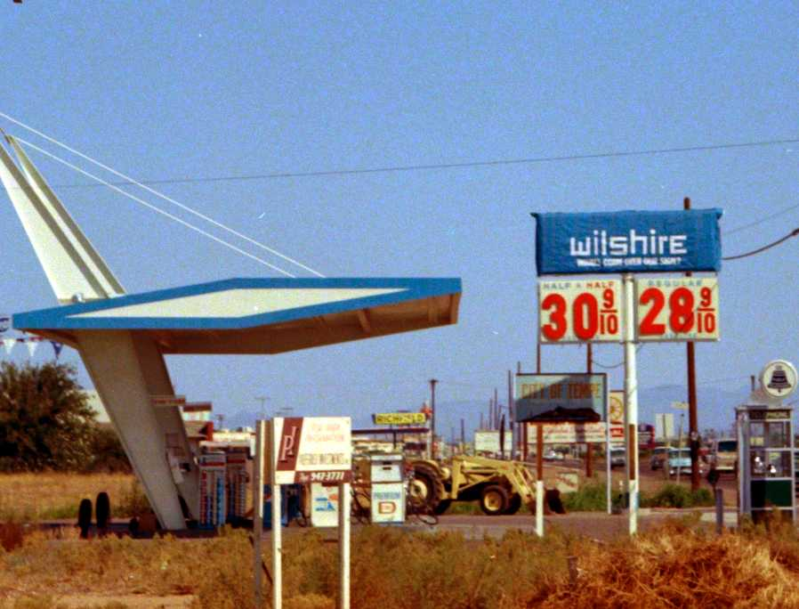 Wilshire filling station - Phoenix, Arizona U.S.A. - 1960s