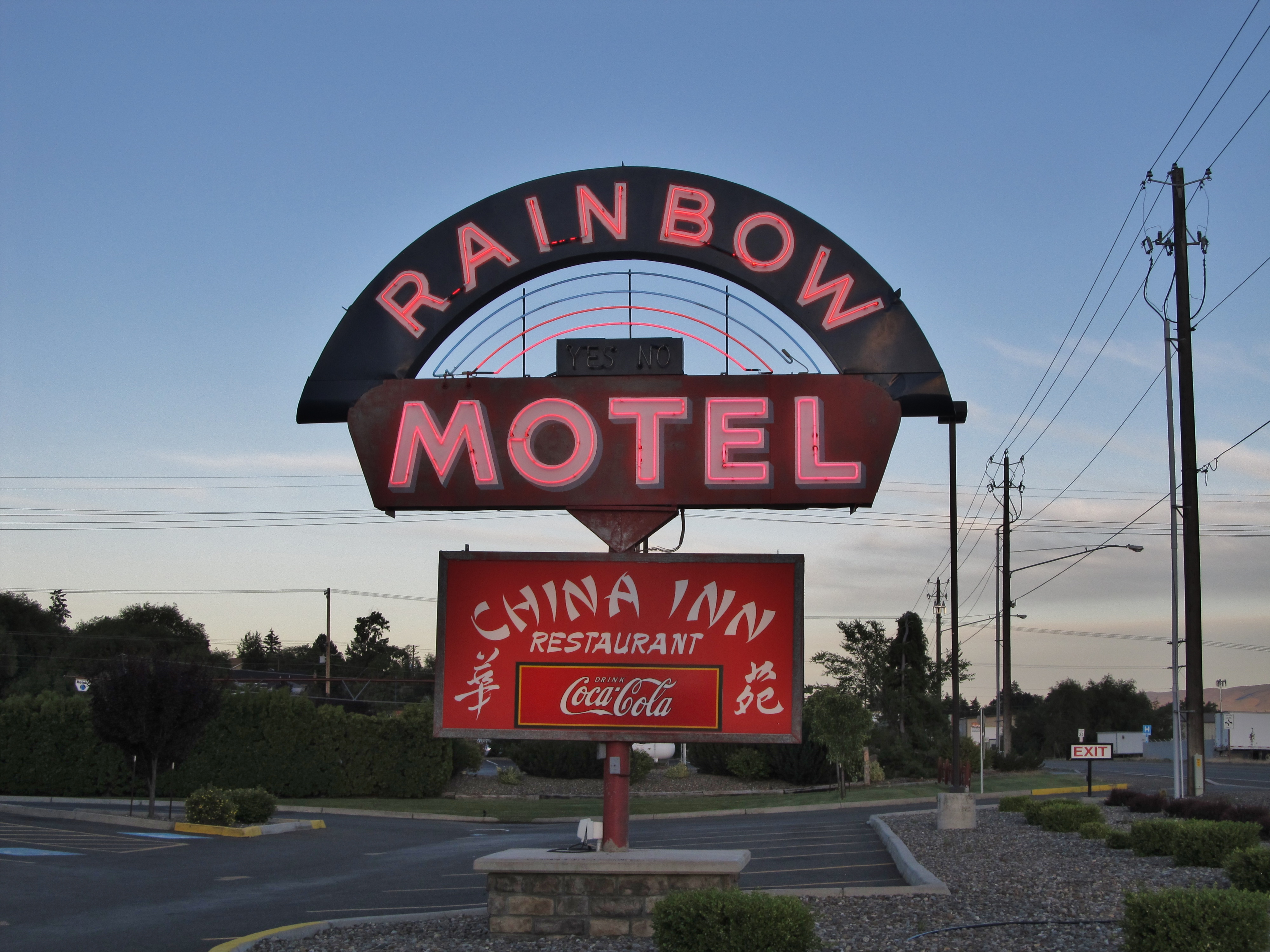 Rainbow Motel - 1025 West University Way, Ellensburg, Washington U.S.A. - June 16, 2016