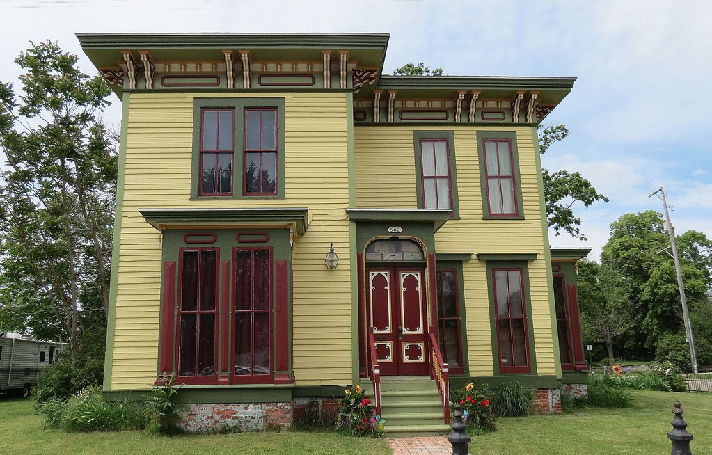 Colorful victorian style home muskegon michigan karl for New victorian style homes