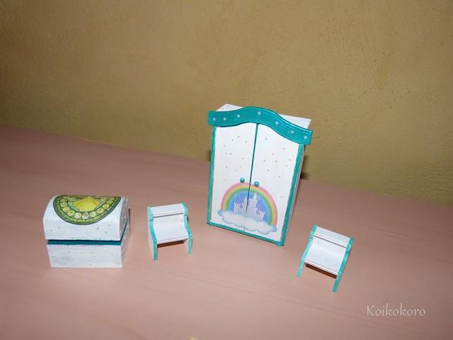 chambre des contes : tables de chevet, coffre a jouet et armoie