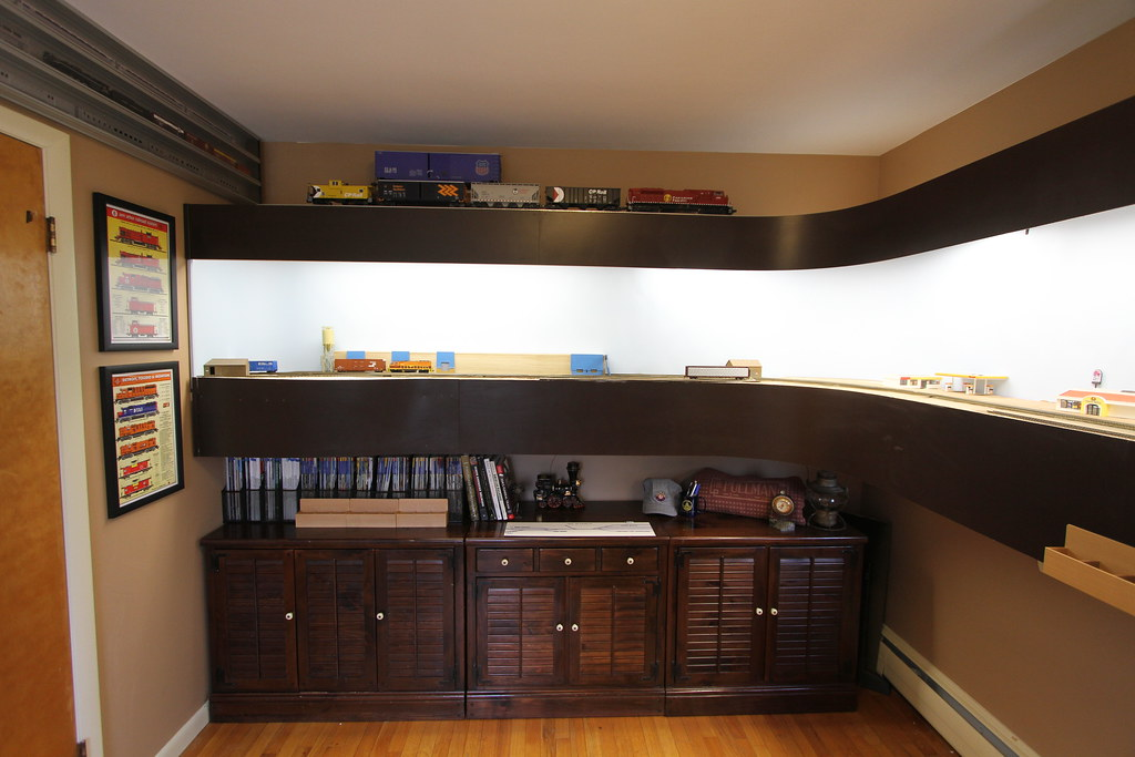 Huron amp Eastern HO Scale Shelf Layout My basement proved