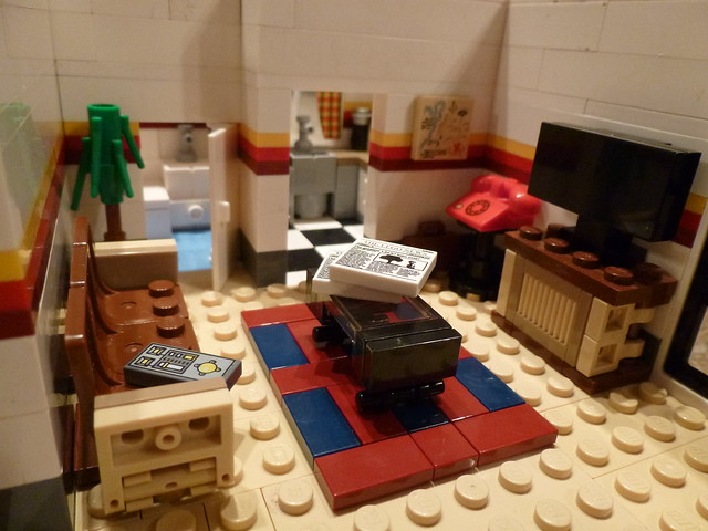 Lego peter parker 39 s apartment living room 1 flickr photo sharing for The parkers tv show living room