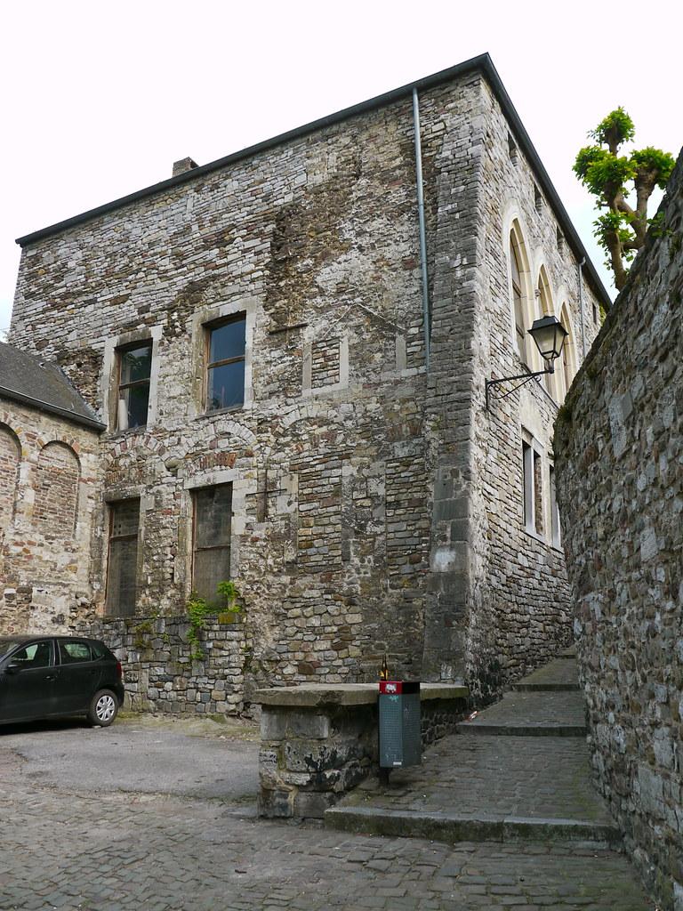 Huy belgique la maison pr la tour situ e dans le vi for Assurance gens de maison belgique