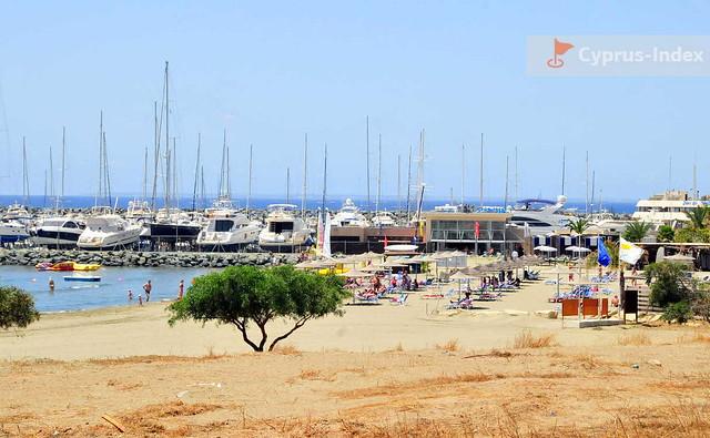 Причал St. Raphael Marina и пляж