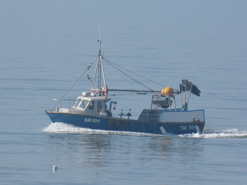 Full ahead fishing boat sm 694 gets a move on les for Chatfield fishing report