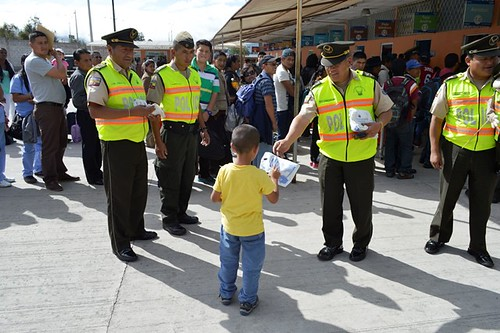 La Policia Nacional Del Ecuador Durante El Feriado De Car