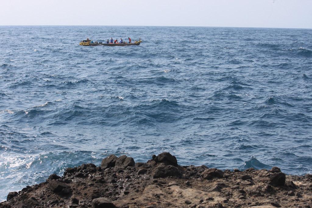 這的釣點可以就近看到在附近海域作業的漁船進出