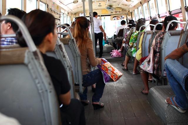 ワイルドな路線バス