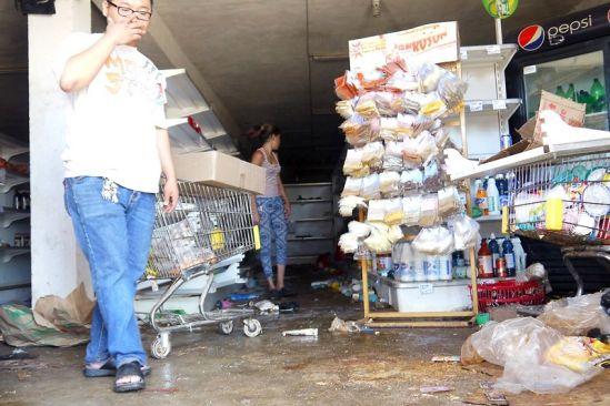 Saquean un abasto asiático en Puerto Ordaz por venta restringida de harina y pasta (FOTOS)