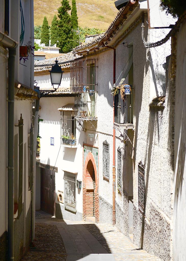 Calles del barrio de Sacromonte de Granada, un paseo por ellas es un imprescindible que hacer en Granada