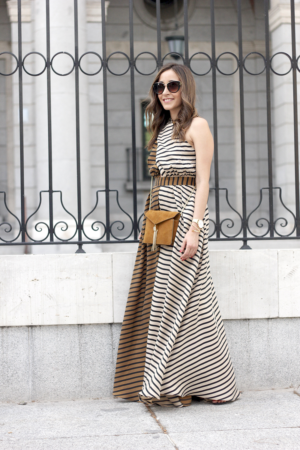 Maxi Striped Dress summer outfit sunnies uterqüe black sandals style fashion03