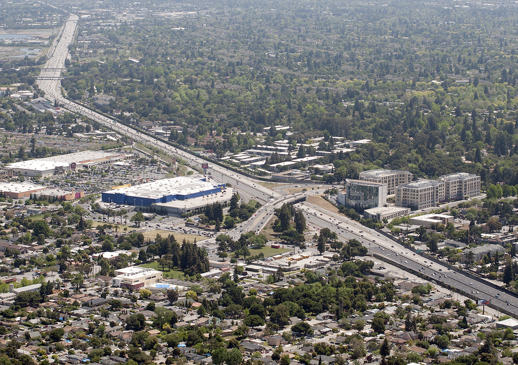 Aerial view of intersection of highway 101 and university for Palo alto ikea