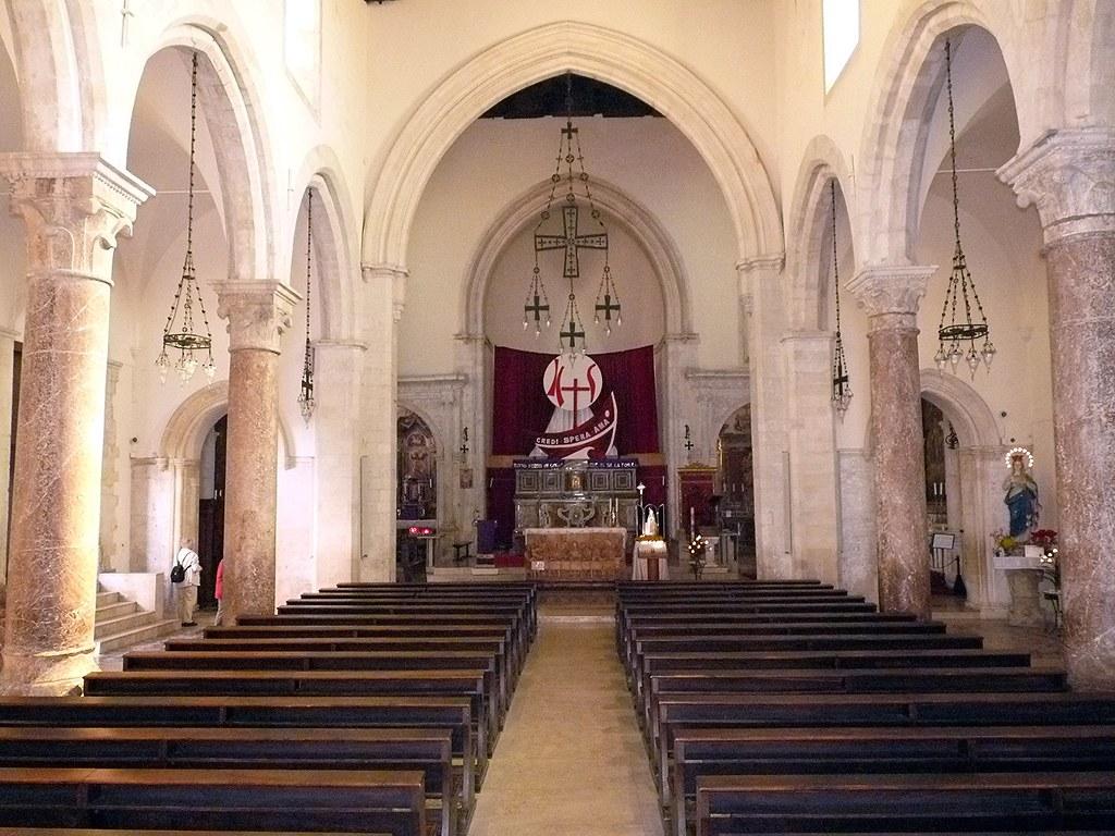 Taormina l 39 interno del duomo la cattedrale fortezza for B b interno 8