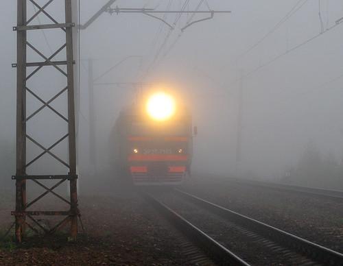 Зупинили автомобілем потяги