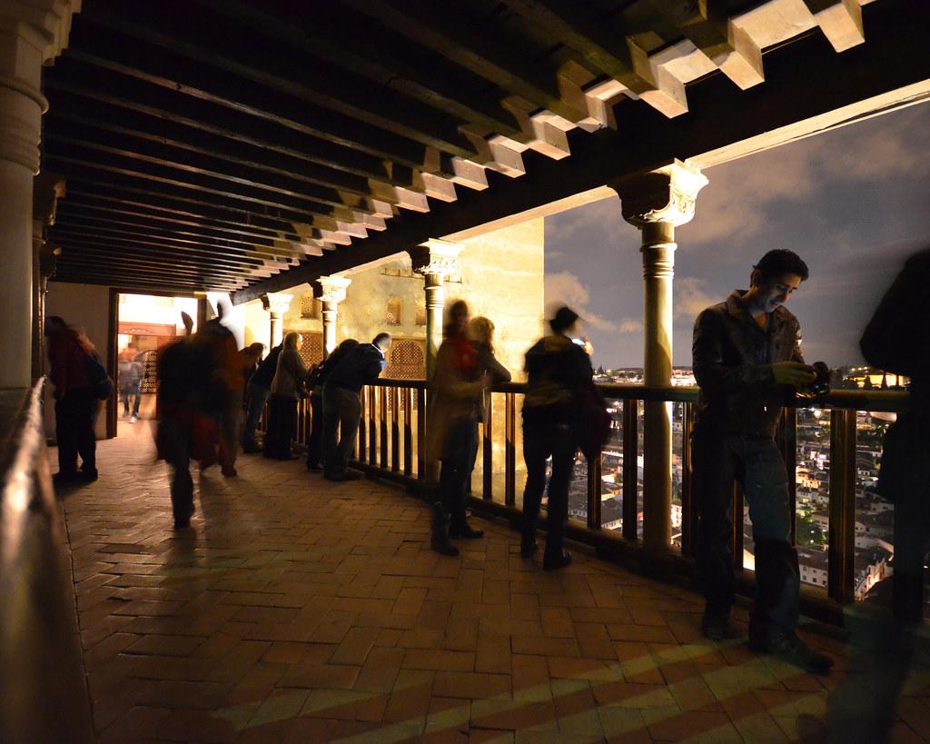 Balcón de Lin-dar-Aixa por la noche en Granada