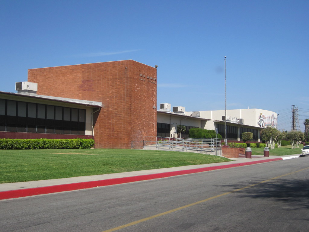 Bell Gardens High School Administration And A Hall Flickr