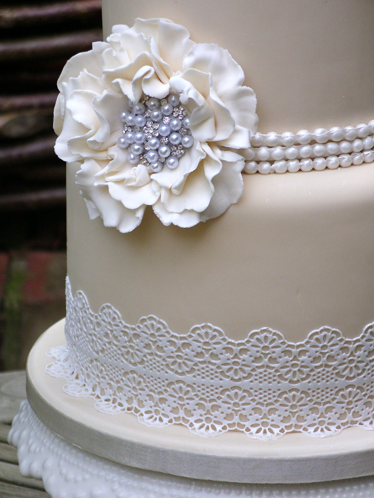 wedding cakes lace icing sugar lace wedding cake lynette horner flickr 24867