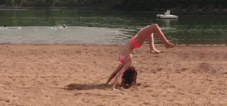 GIF: Hei, skaties, kā vajag salto mest..