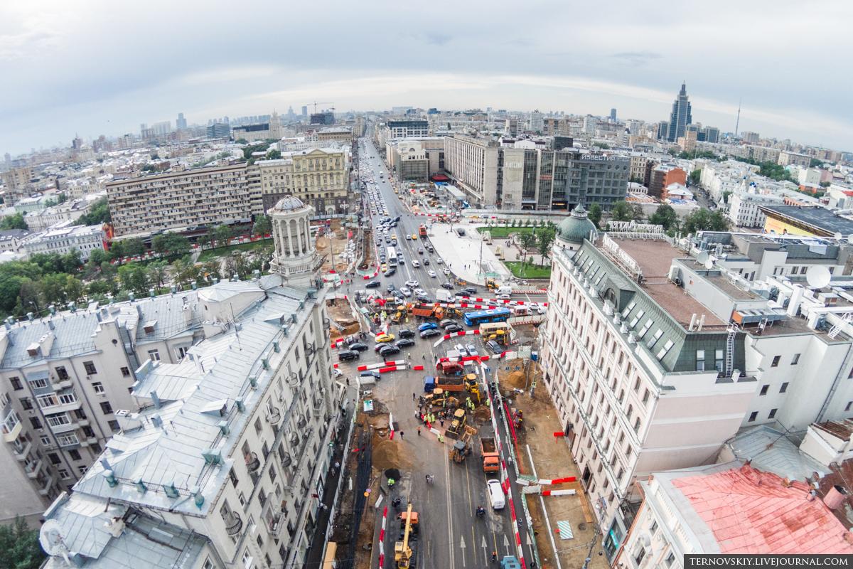 Пушкинская-площадь,-пересечение-Тверской-улицы-и-Бульварного-кольца-вид-из-центра-mini