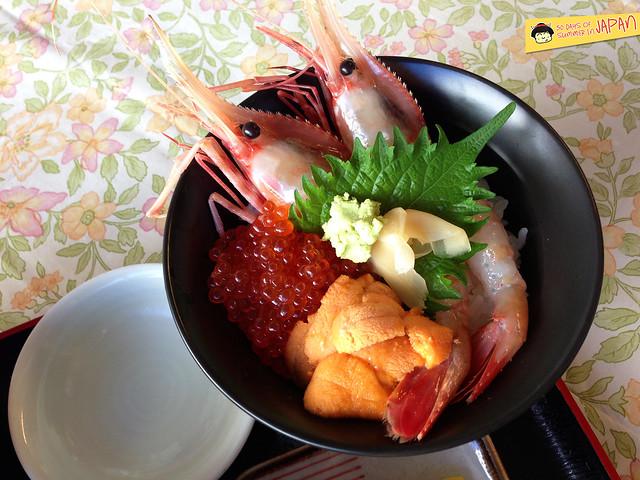 Hokkaido - Nijo Market - uni and botan ebi