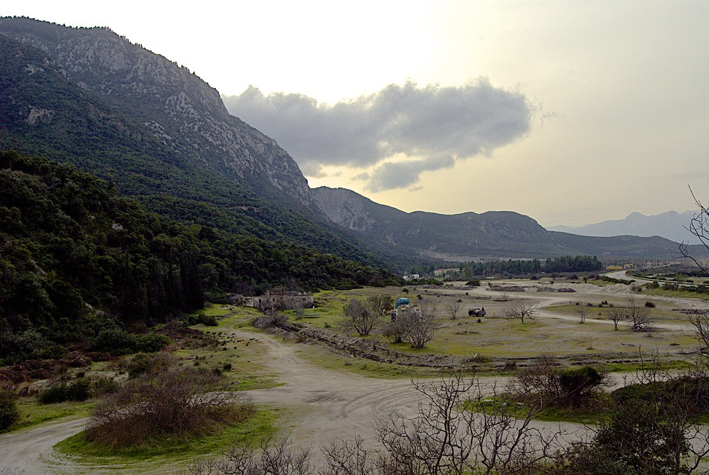 The pass at Thermopylae | The pass defended by a core of ...