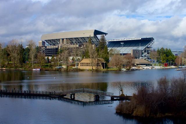 husky stadium amazing college stadiums