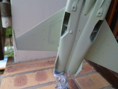 Pas-à-pas : MiG 25 Foxbat [Condor 1/72] - Page 2 27179444401_9605aa8269_o