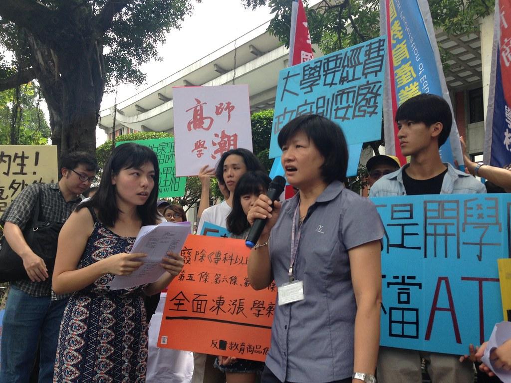 高教司綜合企劃科科長李惠敏表示調漲學費將依規定審核。(攝影:張宗坤)