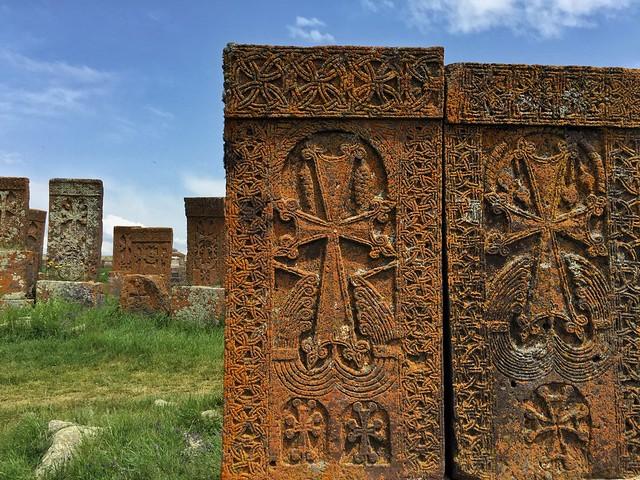 Khachkars o cruces de piedra armenias en Noraduz